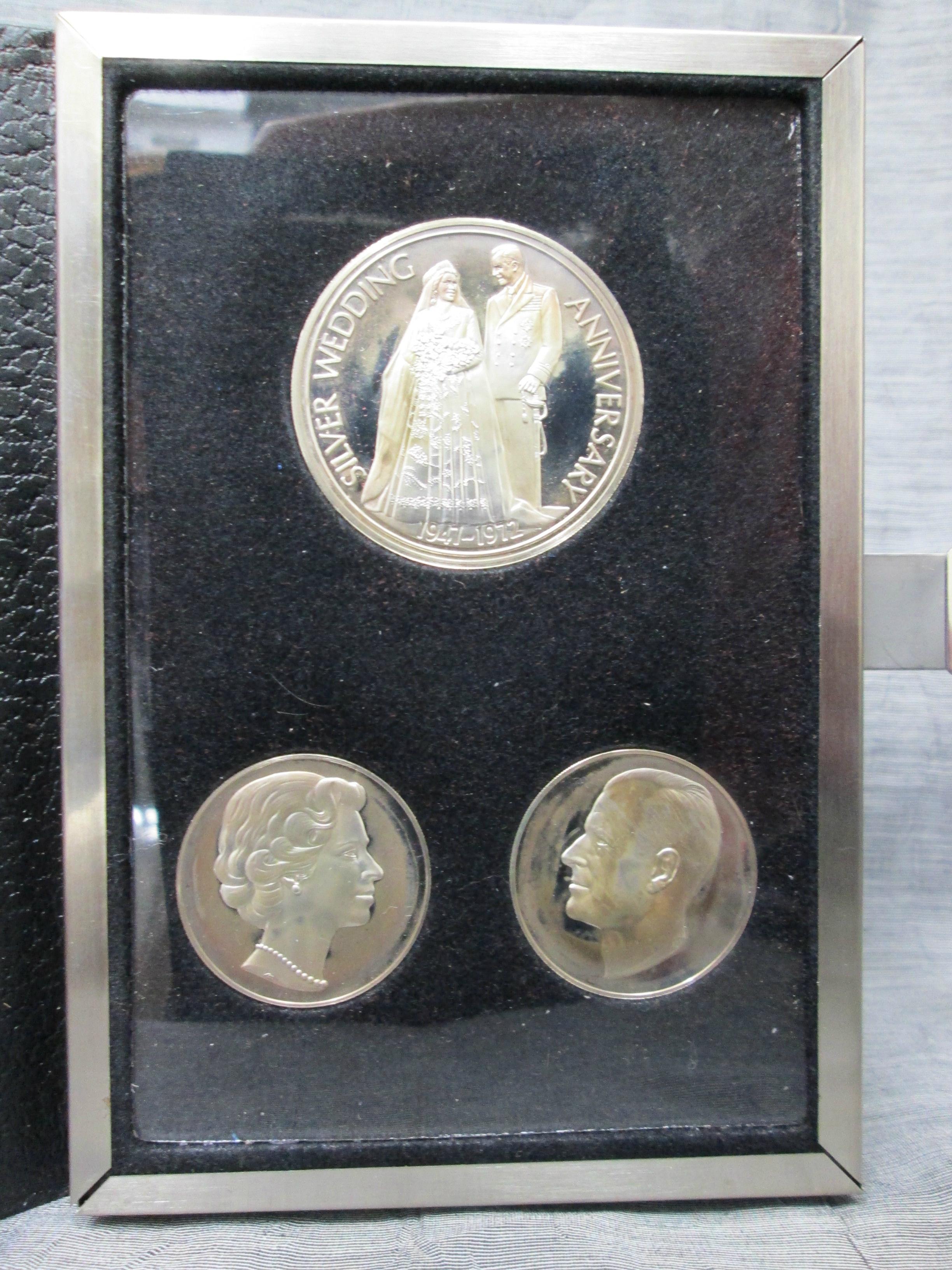 Royal Silver Wedding Anniversary Commemorative Medal 3